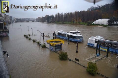 """Torino 1 dicembre 2014 """"Murazzi"""" situazione fiume Po."""