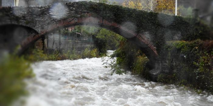 Maltempo Pioggia Da 2 Giorni Molto Forte In Val Chisone Nella Foto Il Ponte Di Annibale A Pinasca Dubbione ( To )